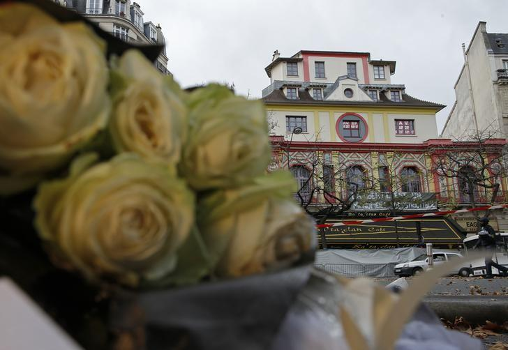 Flowers are seen in front of the Bataclan concert hall to pay tribute to the victims of the series of deadly attacks on Friday, in Paris, France, November 17, 2015.   REUTERS/Christian Hartmann