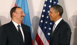 Президент США Барак Обама (справа) и лидер Азербайджана Ильхам Алиев на встрече в кулуарах Генеральной Ассамблеи ООН в Нью-Йорке 24 сентября 2010 года. Суд в Азербайджане освободил из-под стражи получившую длительный срок правозащитницу Лейлу Юнус, чья судьба волновала Запад.  REUTERS/Jason Reed