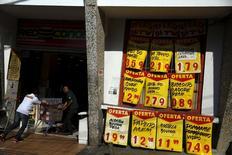 Entrada de supermercado do Rio de Janeiro. O grupo Alimentação e Bebidas foi o que mais subiu em novembro dentro do IPCA, com alta de 1,83 por cento, tendo o maior impacto, de 0,46 ponto percentual. 24/09/2015 REUTERS/Pilar Olivares