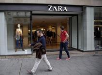 La entrada de una tienda de Zara, del grupo Inditex, situada en el centro de Madrid, el 16 de septiembre de 2015. Las ganancias del grupo textil español Inditex, matriz de Zara, aumentaron en un 20 por ciento en los primeros nueve meses de su ejercicio fiscal, en línea con las expectativas. REUTERS/Andrea Comas