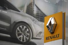 The logo of French car manufacturer Renault is seen in front of an advertisement at a dealership in Paris, November 13, 2015.    REUTERS/Christian Hartmann
