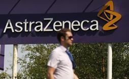 Le laboratoire anglo-néerlandais AstraZeneca a confirmé lundi être en discussions avec Acerta Pharma, société non cotée en Bourse spécialisée dans le développement de traitements du cancer. /Photo d'archives/REUTERS/Phil Noble