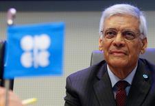 El secretario general de la OPEP, Abdullah al-Badri, antes del comienzo de la reunión de ministros de petróleo en Viena, Austria, el 4 de diciembre de 2015. El precio bajo del petróleo no continuará y cambiará en pocos meses o un año, dijo el martes el secretario general de la OPEP, Abdullah al-Badri, añadiendo que cualquier decisión de Estados Unidos sobre exportar crudo no tendrá un impacto adicional en los precios. REUTERS/Heinz-Peter Bader