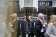 Royal Bank of Scotland  pourrait abandonner son projet d'introduction en Bourse de son réseau d'agences Williams & Glyn après avoir attiré des acheteurs potentiels souhaitant participer au redressement du secteur bancaire britannique. /Photo d'archives/REUTERS/Stefan Wermuth
