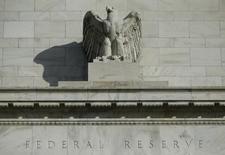 Una estatua en el frontis del edificio de la Reserva Federal en Washington, oct 28, 2014.    REUTERS/Gary Cameron