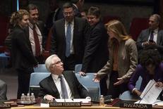 Постоянный представитель РФ при ООН Виталий Чуркин и представитель США Саманта Пауэр перел голосованием в Совбезе ООН. 15 марта 2014 года. Пять постоянных членов Совета безопасности ООН пока не согласовали проект резолюции о мирном урегулировании конфликта в Сирии в преддверии пятничных переговоров на уровне глав МИД в Нью-Йорке. REUTERS/Andrew Kelly