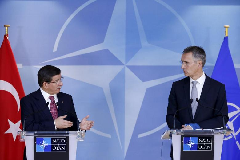 Turkish Prime Minister Ahmet Davutoglu (L) and NATO Secretary-General Jens Stoltenberg address a joint news conference at the Alliance's headquarters in Brussels, Belgium, November 30, 2015. REUTERS/Francois Lenoir