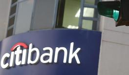 Una sucursal del banco Citibank en Hanoi, jul 8, 2015. Citigroup Inc planea recortar al menos 2.000 puestos de trabajo desde comienzos del próximo meses, a medida que el prestamista reestructura sus negocios, reportó la agencia Bloomberg.  REUTERS/Kham