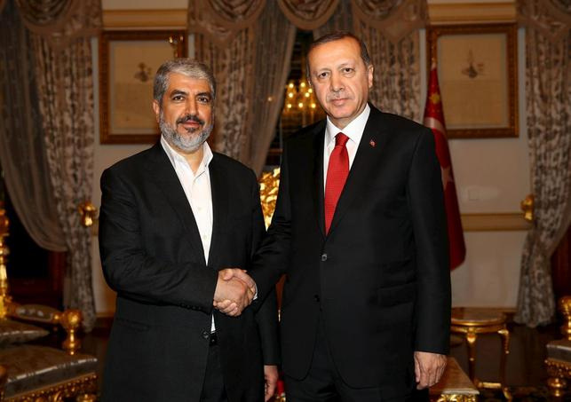 Turkish President Tayyip Erdogan (R) meets with Hamas leader Khaled Meshaal in Istanbul, Turkey, December 19, 2015 in this handout photo provided by the Presidential Palace.  REUTERS/Kayhan Ozer/Presidential Palace/Handout via Reuters