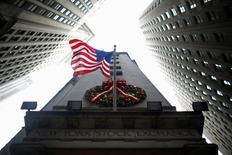 """A sept séances et demie de la nouvelle année, les acteurs de marché estiment que le traditionnel """"rallye"""" de fin d'année de Wall Street peut encore avoir lieu même si la déprime des cours du pétrole pourrait venir gâcher les vacances des investisseurs. /Photo d'archives/REUTERS/Eric Thayer"""