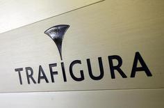 El logo de Trafigura en la entrada de la compañía en Ginebra, 11 de marzo de 2012. GeoPark Ltd, una empresa de exploración de petróleo y gas enfocada en América Latina, firmó un acuerdo de prepago de 100 millones de dólares con el intermediario suizo de materias primas Trafigura, por el que le venderá una parte de su producción petrolera en Colombia. REUTERS/Denis Balibouse
