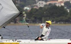 Robert Scheidt participa de treino para os Jogos de Londres, em 2012.  20/2/2012.  REUTERS/Paulo Whitaker