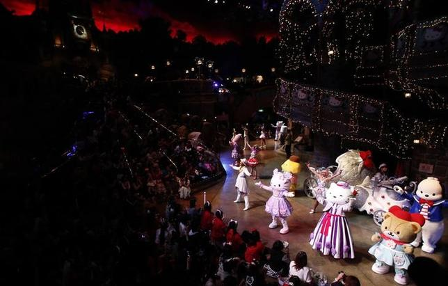 Hello Kitty (front row, 2nd L) dances with other Sanrio characters during an event to celebrate her 40th birthday at Sanrio Puroland theme park in Tokyo November 1, 2014.  REUTERS/Yuya Shino