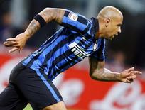 Felipe Melo comemora gol contra Verona, no San Siro 23/9/2015  REUTERS/Stefano Rellandini