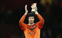 Cech acena após vitória do Arsenal sobre o Manchester City.  21/12/15.