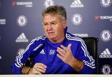 O técnico Guus Hiddink, do Chelsea, concede entrevista coletiva. 23/12/2015 REUTERS/Action Images/Matthew Childs/Livepic