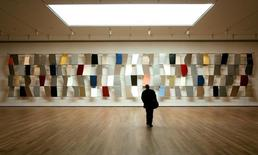 Obra de Ellsworth Kelly vista no Museu de Arte Moderna, em Nova York.   15/11/2004  Mike Segar/Reuters