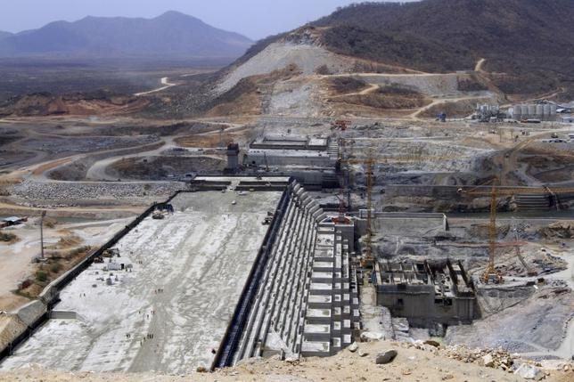 A general view of Ethiopia's Grand Renaissance Dam, as it undergoes construction, is seen during a media tour along the river Nile in Benishangul Gumuz Region, Guba Woreda, in Ethiopia March 31, 2015. According to a government official, the dam has hit the 41 percent completion mark. Picture taken March 31, 2015. REUTER/Tiksa Negeri   - RTR4VQ4A