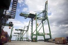 El puerto de Mariel a las afueras de La Habana, oct 6, 2015. El crecimiento económico de Cuba se desacelerará a un 2 por ciento en el 2016, comparado con la expansión del 4 por ciento estimada para este año, dijo el martes el Ministro de Economía, Marino Murillo, reportaron medios estatales.  REUTERS/Alexandre Meneghini