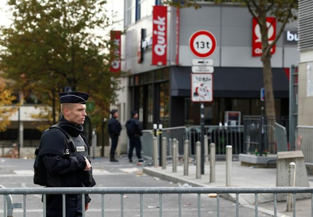 Police take up position near the Stade de France stadium the morning after a series of deadly attacks in Paris , November 14, 2015.      REUTERS/Benoit Tessier