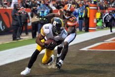 Jan 3, 2016; Cleveland, OH, USA; Pittsburgh Steelers wide receiver Markus Wheaton (11) catches a touchdown as Cleveland Browns cornerback Johnson Bademosi (24) defends during the fourth quarter at FirstEnergy Stadium. Mandatory Credit: Ken Blaze-USA TODAY Sports