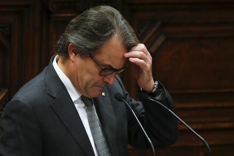 Catalan acting President Artur Mas gestures during an election session for the new president in the Catalan regional parliament in Barcelona, Spain, November 12, 2015.  REUTERS/Albert Gea