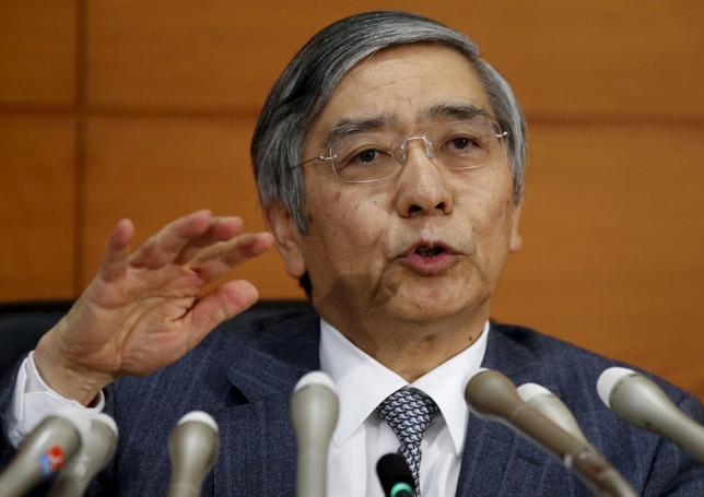 1月4日、日銀の黒田東彦総裁は、日本経済の前向きな動きが持続するか、今年が「まさに正念場」との認識を示した。写真は12月撮影(2016年 ロイター/Toru Hanai)
