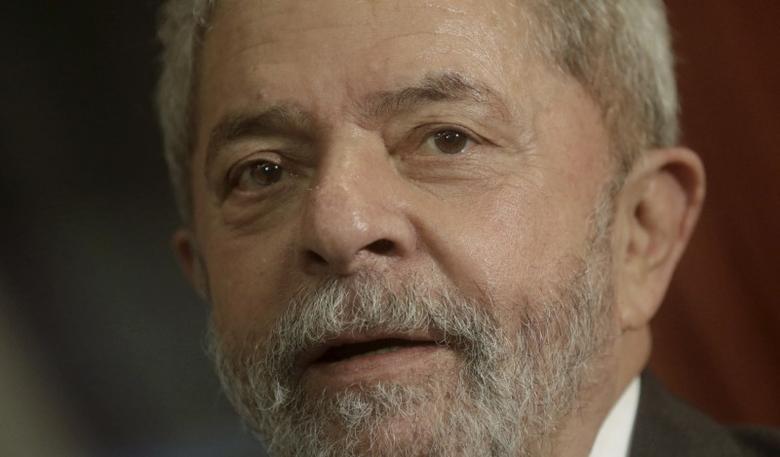 Brazil's former President Luiz Inacio Lula da Silva reacts during a meeting with Rio de Janeiro's Governor Luiz Fernando Pezao in Rio de Janeiro, Brazil December 3, 2015. REUTERS/Ricardo Moraes