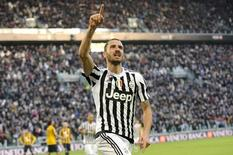 Leonardo Bonucci, da Juventus, comemora gol marcado contra o Hellas Verona, pelo Campeonato Italiano. 06/01/2016 REUTERS/Giorgio Perottino