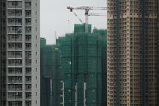 A Hong Kong. La Banque mondiale a annoncé mercredi avoir abaissé sa prévision de croissance mondiale 2016 en expliquant que la dégradation des performances de plusieurs grands pays émergents allaient peser sur l'activité globale. La croissance mondiale devrait atteindre 2,9% cette année après 2,4% en 2015, selon l'institution, qui prévoyait cependant en juin dernier une hausse de 3,3% de l'activité en 2016 /Photo prise le 15 décembre 2015/REUTERS/Tyrone Siu