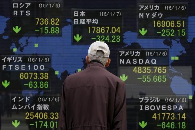 1月7日、日本株の「頼みの綱」に不安が強まっている。中国問題や中東・北朝鮮の地政学リスクの高まりが嫌気されているが、投資家の真の不安は日本企業の業績悪化懸念にある。都内で撮影(2016年 ロイター/Yuya Shino)