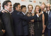 """Actor Mark Ruffalo (2nd L) holds up a camera, as cast member Rachel McAdams makes a funny face as they pose with the real life characters they portray as they arrive on the red carpet for the film """"Spotlight"""" during the 40th Toronto International Film Festival in Toronto, Canada, September 14, 2015. REUTERS/Mark Blinch"""