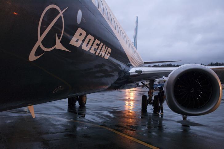 A Boeing 737 MAX sits outside the hangar during a media tour of the Boeing 737 MAX at the Boeing plant in Renton, Washington December 8, 2015. REUTERS/Matt Mills McKnight - RTX1XRTU