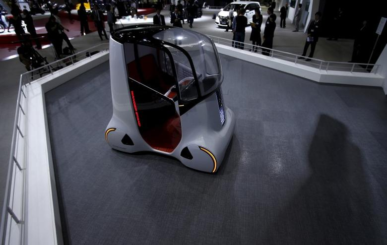 Honda Motor Co's personal mobility concept self-driving car ''Wander Stand'' is seen at the 44th Tokyo Motor Show in Tokyo, Japan, October 28, 2015. REUTERS/Yuya Shino