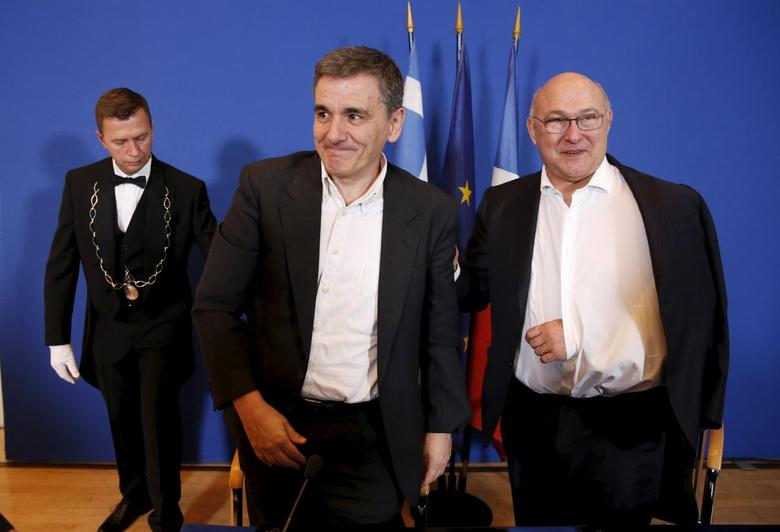 French Finance Minister Michel Sapin (R) and Greek Finance Minister Euclid Tsakalotos leave a news conference at the Finance ministry in Paris, France, January 10, 2016.  REUTERS/Philippe Wojazer