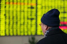 An investor looks at an electronic screen showing stock information at brokerage house in Nantong, Jiangsu Province, China, January 11, 2016. REUTERS/Stringer