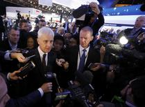 Volkswagen CEO Matthias Muller (L) speaks with members of the media at the North American International Auto Show in Detroit, January 11, 2016.   REUTERS/Mark Blinch