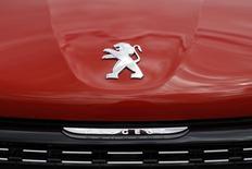 PSA Peugeot Citroën a fait état mardi d'une hausse de 1,2% de ses ventes mondiales en 2015, la performance globale de la marque Peugeot et celle du groupe en Europe compensant le coup d'arrêt du marché chinois. /Photo prise le  29 avril 2015/REUTERS/Benoît Tessier