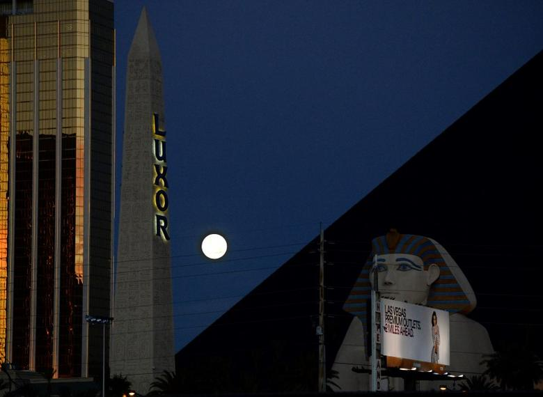 A full moon, known as ''super moon'', sets towards the western skies behind the Luxor Hotel in Las Vegas, Nevada early Saturday morning July 12, 2014.  REUTERS/Gene Blevins