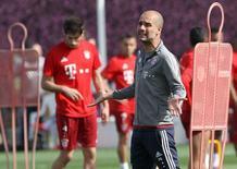Técnico do Bayern de Munique, Pep Guardiola, durante treino da equipe em Doha. REUTERS/Naseem Zeitoon