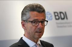 La asociación de la industria de Alemania, BDI, espera que la mayor economía de Europa crezca casi un 2 por ciento en 2016, pero advirtió también de incertidumbres y varios riesgos geopolíticos. En la imagen, el presidente del BDI, Ulrich Grillo, durante una rueda de prensa en Berlín, el 13 de enero de 2016. REUTERS/Fabrizio Bensch