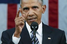 """Президент США Барак Обама выступает с речью в Конгрессе. Вашингтон, 12 января 2016 года. Обама осудил кандидата на пост президента от республиканской партии Дональда Трампа за антимусульманские высказывания и сказал, что слова критиков играют на руку  """"Исламскому государству"""", выступив с речью, которая должна была задать оптимистичный тон в последний год его президентства.  REUTERS/Evan Vucci/Pool"""