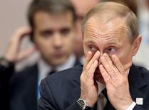 Президент России Владимир Путин на саммите БРИКС в Уфе 9 июля 2015 года. Минфин России предлагает уточнить цену нефти в госбюджете текущего года до $40 за баррель, собираясь подготовить корректировки к концу первого квартала, сообщил министр финансов Антон Силуанов. REUTERS/Ivan Sekretarev/Pool