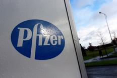 A company logo is seen at a Pfizer office in Dublin, Ireland November 24, 2015.  REUTERS/Cathal McNaughton