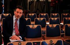 Presidente da IAAF, Sebastian Coe, aguarda entrevista coletiva de ex-presidente da Agência Mundial Antidoping, em Unterschleissheim, nos arredores de Munique. 14/01/2016 REUTERS/Michael Dalder