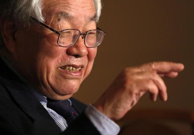 1月15日、安倍晋三首相の経済ブレーンで内閣官房参与を務める浜田宏一・米イエール大名誉教授(写真)はロイターとのインタビューで、今月の日銀金融政策決定会合で追加緩和は必要ないとの認識を示した。2014年12月撮影(2016年 ロイター/Issei Kato)