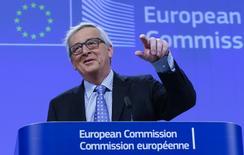 El presidente de la Comisión Europea, Jean-Claude Juncker, da una conferencia de prensa en la sede de la entidad, en Bruselas, Bélgica, 15 de enero de 2016. El desempleo aumentaría en la Unión Europea si el sistema de viajes sin pasaporte de desmoronara, dijo el viernes el jefe del Ejecutivo de la UE, añadiendo que mantener la divisa única del euro sería inútil bajo ese escenario. REUTERS/Yves Herman