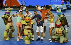 Denmark's Caroline Wozniacki (L-R), Canada's Milos Raonic, Switzerland's Roger Federer, Australia's Lleyton Hewitt, Serbia's Novak Djokovic and Belarus' Victoria Azarenka pose with characters from Teenage Mutant Ninja Turtles during Kids Tennis Day at Melbourne Park, Australia, January 16, 2016. REUTERS/Thomas Peter