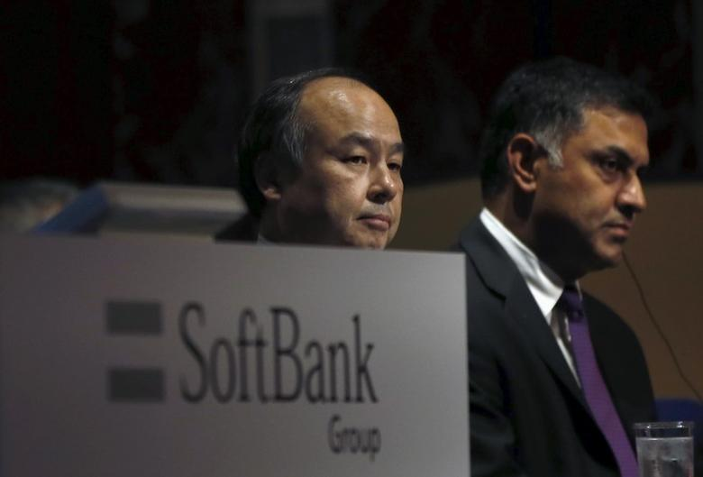 SoftBank Group Corp. Chairman and CEO Masayoshi Son (L) and President and COO Nikesh Arora attend a news conference in Tokyo, Japan, November 4, 2015. REUTERS/Toru Hanai
