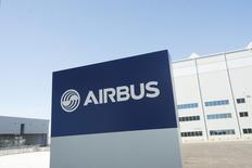 Le ministre iranien des Transports, Abbas Akhoondi, cité par l'agence de presse Tasnim, a annoncé que son pays avait décidé d'acheter 114 avions civils à Airbus en prévision de la levée des sanctions internationales contre la République islamique. /Photo d'archives/REUTERS/Michael Spooneybarger